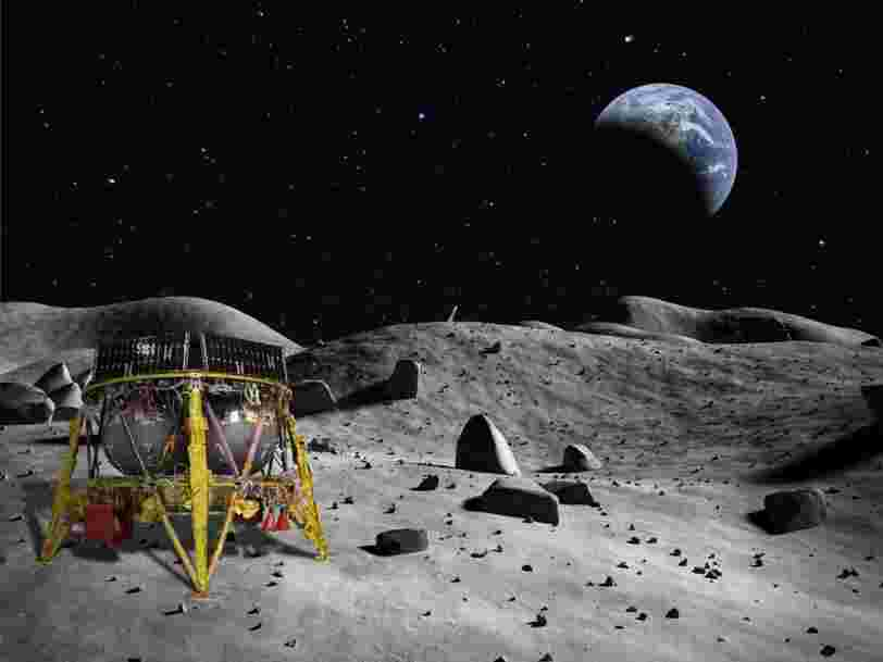 Israeli scientists' attempt at the first private moon landing failed because of a glitch that caused a high-speed crash into the lunar surface