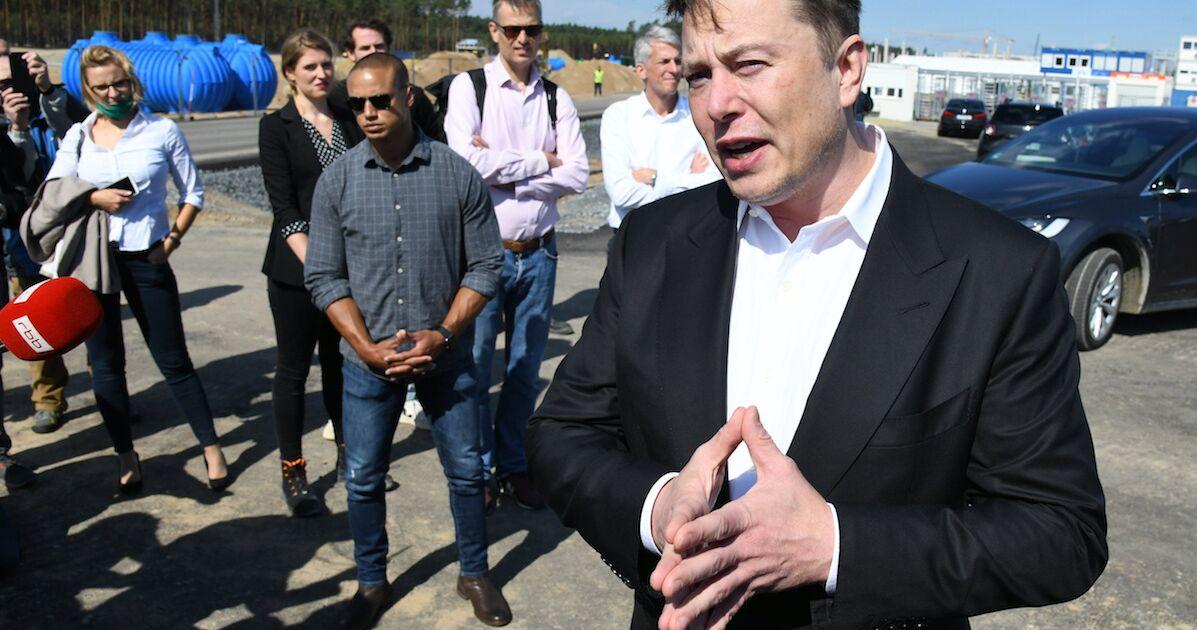 Elon Musk accuse Amazon de 'paralyser' son projet Starlink