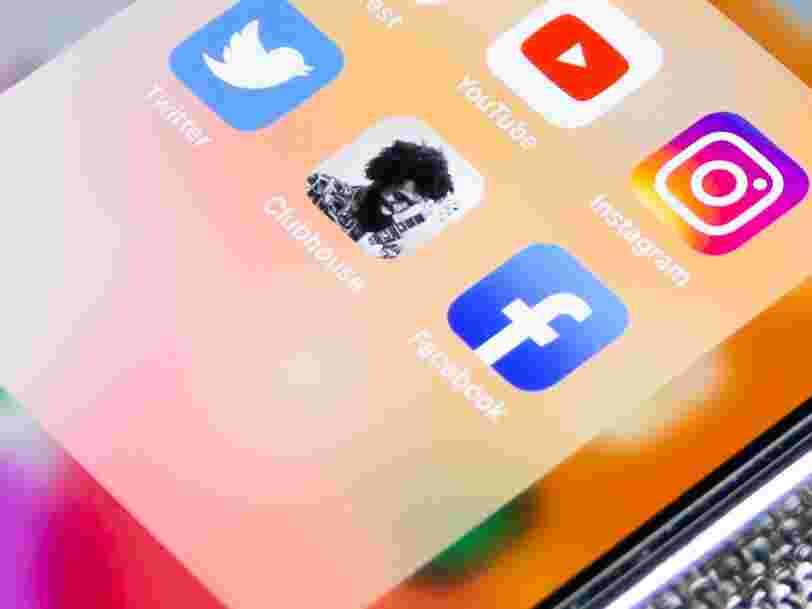 Face au succès de Clubhouse, Facebook veut créer des salons audios