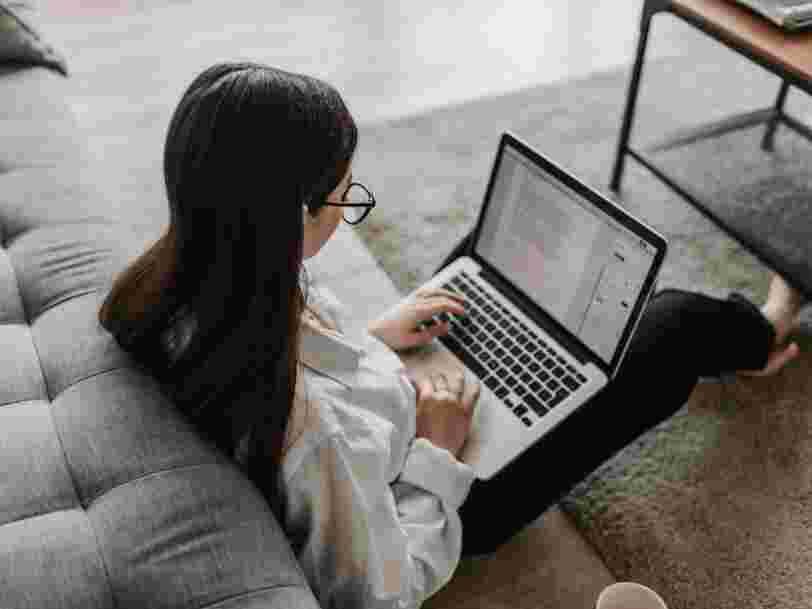 Les 18-24 ans ont plus de mal à vivre le télétravail et le jugent 'moins efficace' selon un sondage
