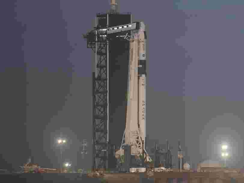 Les débris d'une fusée Falcon 9 de SpaceX enflamment le ciel aux États-Unis
