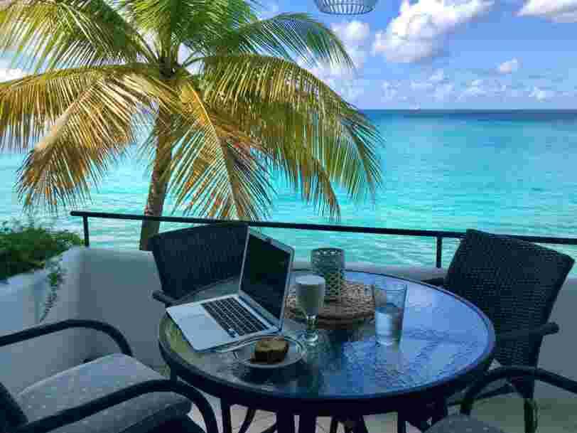 Bermudes, Aruba, Géorgie... Des employés partis télétravailler à l'étranger partagent leur expérience