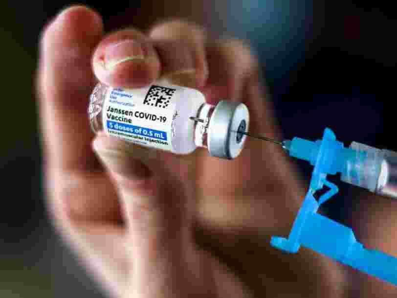 Johnson & Johnson retarde le déploiement de son vaccin en Europe après sa suspension aux États-Unis