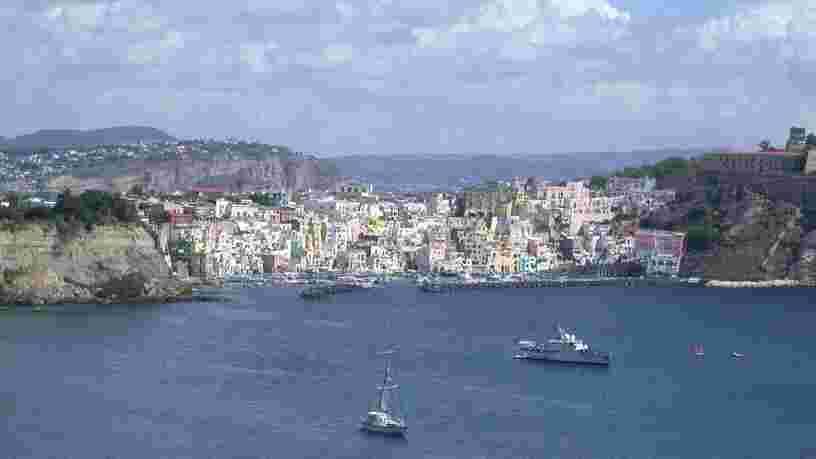L'Italie annonce une première île 'Covid free', d'autres devraient suivre