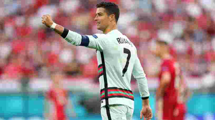 Cristiano Ronaldo refuse du Coca-Cola, la valeur boursière de la marque de soda chute de 4 Mds$