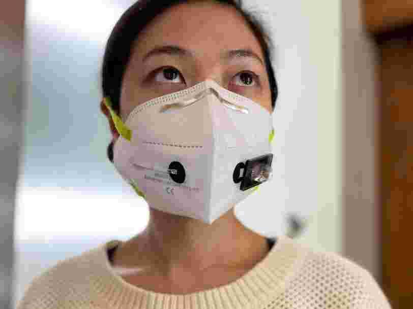 Des chercheurs ont créé un masque qui détecte la présence de Covid-19 dans votre haleine
