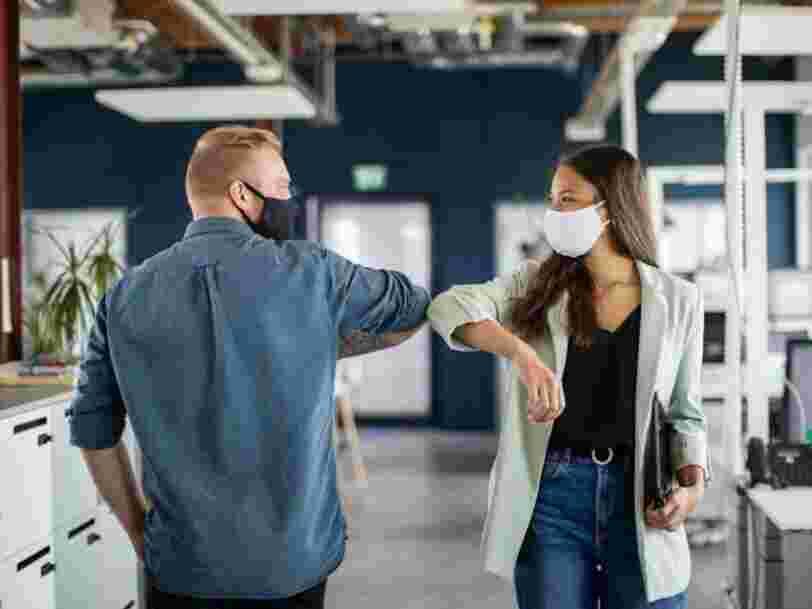Pourquoi les poignées de main reviendront vite après la pandémie, selon un neuroscientifique