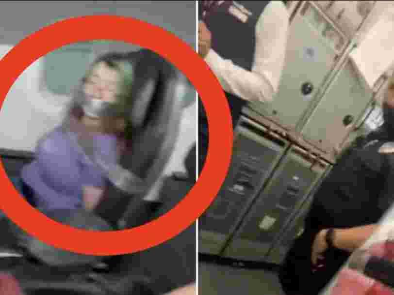 Cette vidéo TikTok montre une femme attachée à son siège après avoir voulu ouvrir la porte en vol