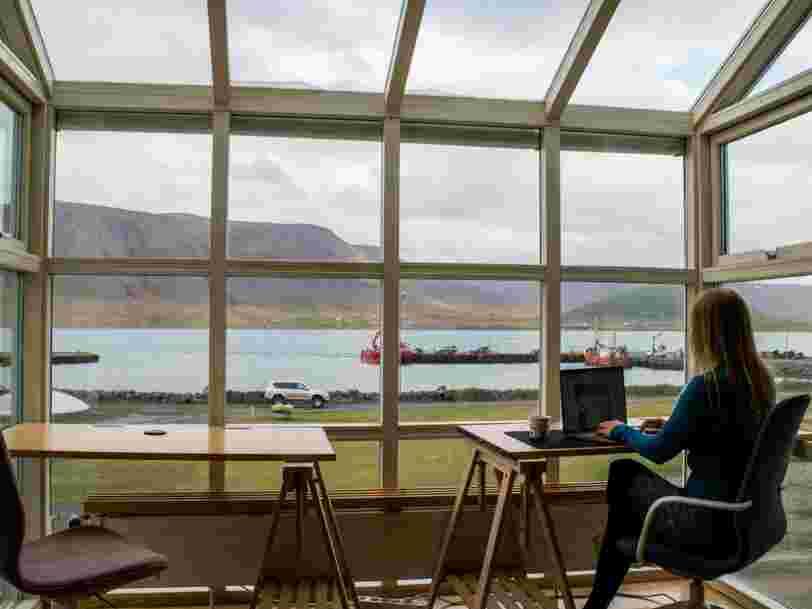 Remoters : qui sont ces expatriés payés pour trouver des logements aux digital nomads ?