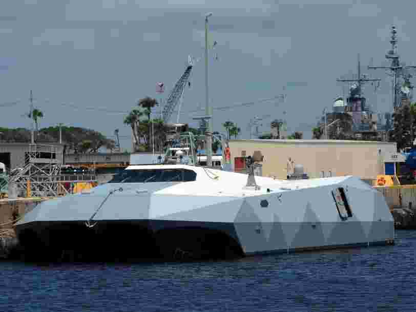 Ce navire de l'US Navy parvient à neutraliser des essaims de drones grâce au brouillage