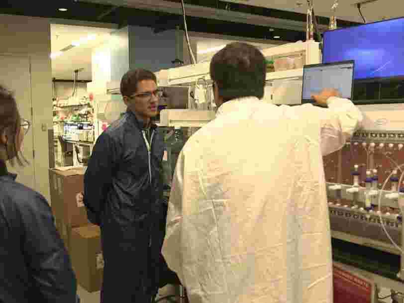 Dans les coulisses du laboratoire de Moderna où est élaboré l'un des vaccins anti-Covid-19
