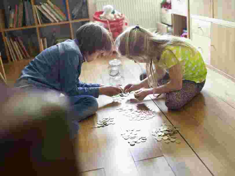 Pourquoi apprendre à vos enfants à donner de l'argent les rendra plus heureux