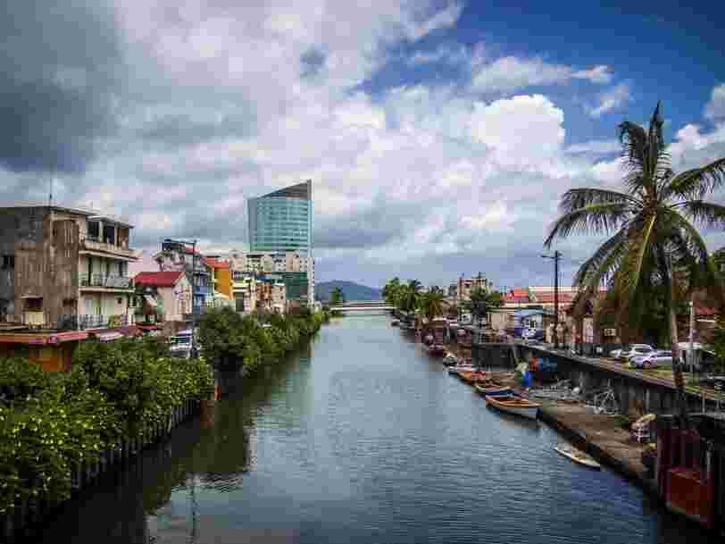 Les touristes 'invités à quitter' la Martinique alors que le confinement se durcit sur l'île