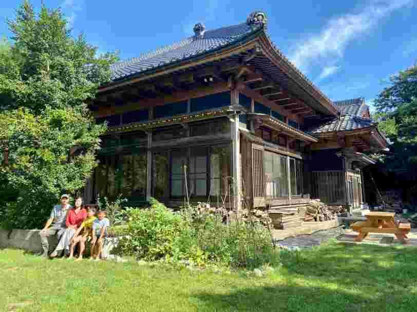 Ce couple a transformé une ferme japonaise à l'abandon en la maison familiale de ses rêves