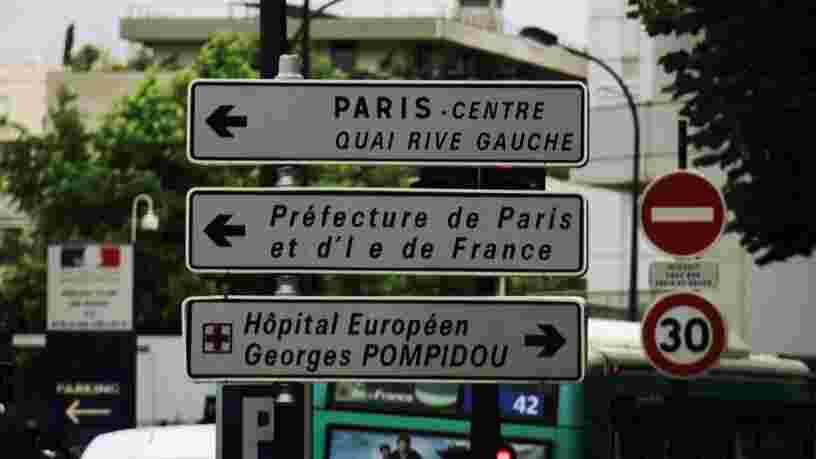 Les panneaux de direction vont-ils être supprimés à Paris ?