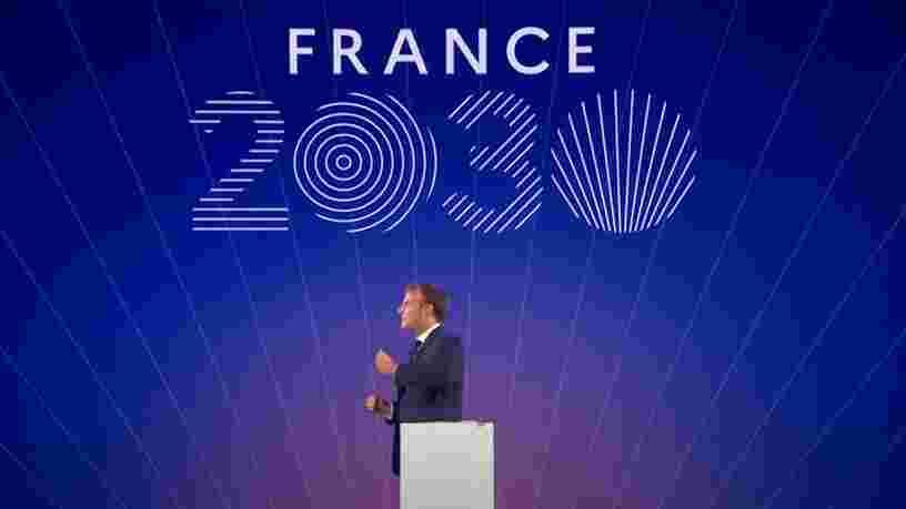 """Emmanuel Macron promet """"près de 6 Mds€"""" d'investissements dans les composants électroniques d'ici 2030"""