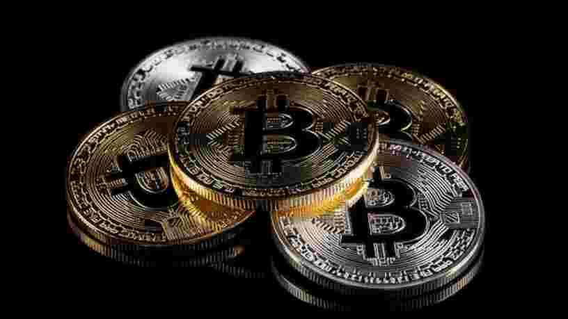 Le bitcoin dépasse le seuil des 57 000 dollars
