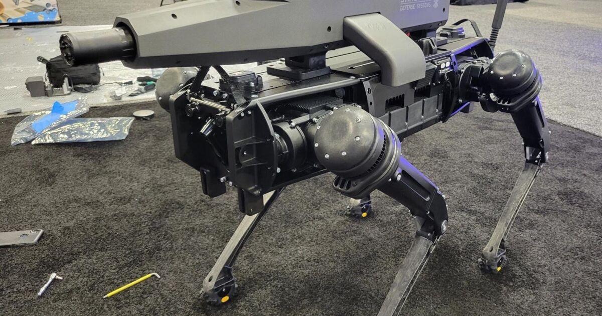 Ghost Robotics dévoile un robot-chien doté d'un canon de 6,5mm