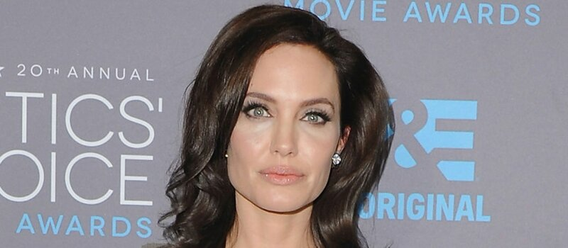 Angelina Jolie collectionne les :