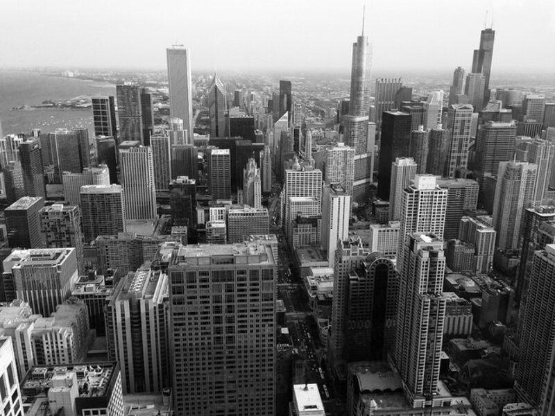 Les premiers gratte-ciel sont nés à Chicago après un gigantesque incendie en 1872. Les structures sont désormais en acier. Mais pourquoi si construire si haut ?