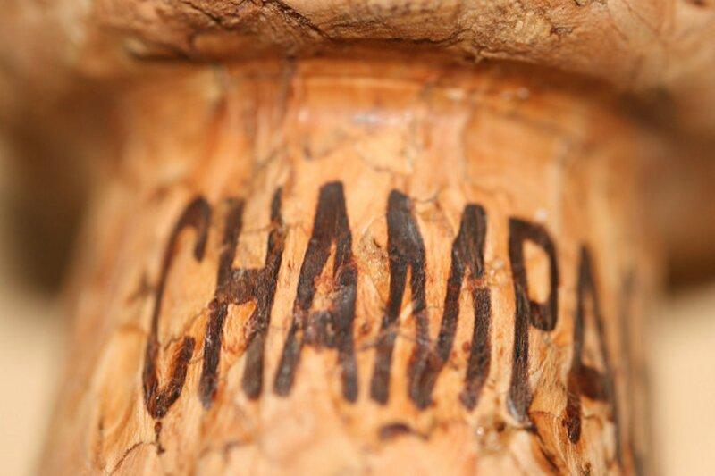 Jusqu'au XVIIIe siècle, le champagne était une boisson décriée. Pourquoi ?