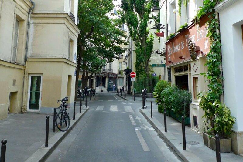 Qu'a de particulier la rue des Degrés à Paris dans le deuxième arrondissement ?