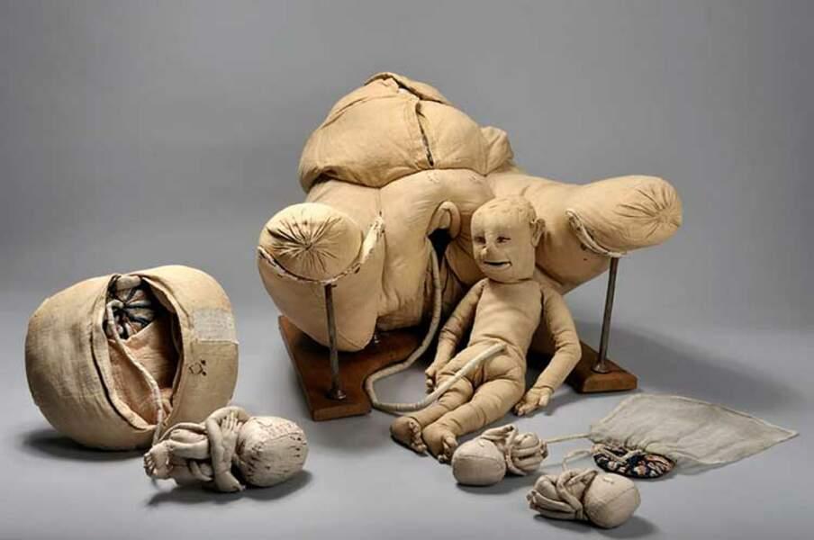 XVIIIe siècle — Accouchement taille mannequin