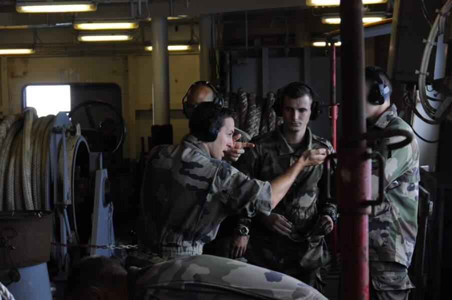 Tous les 3 jours, les 45 fusiliers marins du bord s'entraînent au tir sur des cibles larguées en mer.