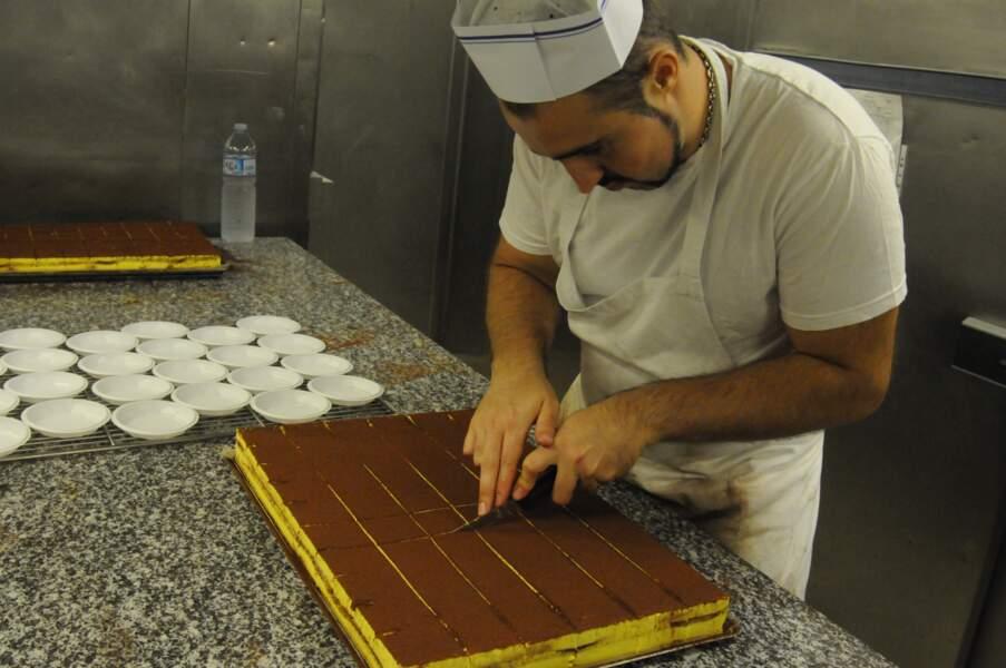 102 personnes travaillent dans les 3 cuisines du navire et préparent 3600 repas par jour.