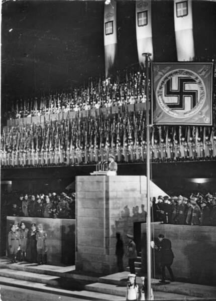 1937 : Alliance Hitler-Mussolini au stade olympique de Berlin