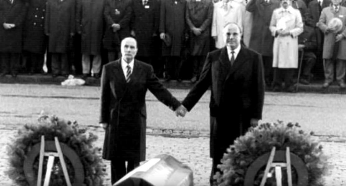 5. Kohl et Mitterrand : émouvante réconciliation franco-allemande