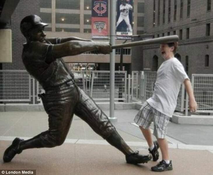 Ah, la batte de baseball...