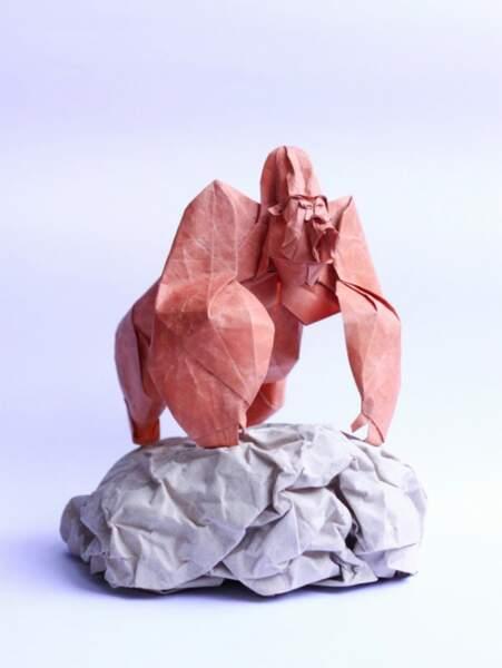 Gorille version origami, par Nguyễn Hùng Cường