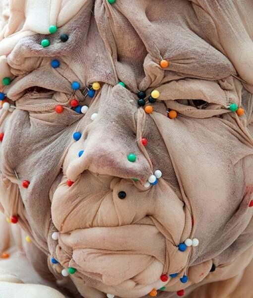 Sculpture un peu beurk à base de collants, par l'artiste Rosa Verloop