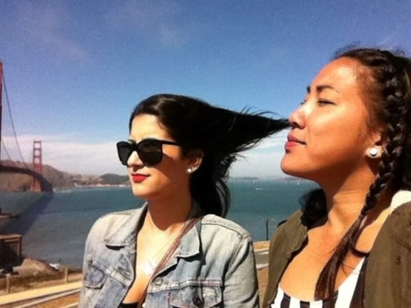 Cette fille ne sniffe pas les cheveux de sa pote