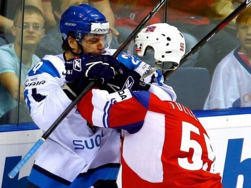 Non, pas de décapitation sur un terrain de hockey