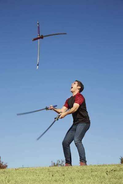 Le plus d'épées de samouraï jonglées