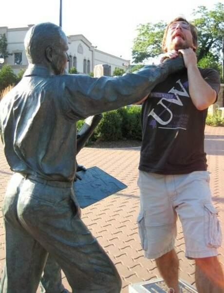 Comment étouffer son adversaire d'une seule main...