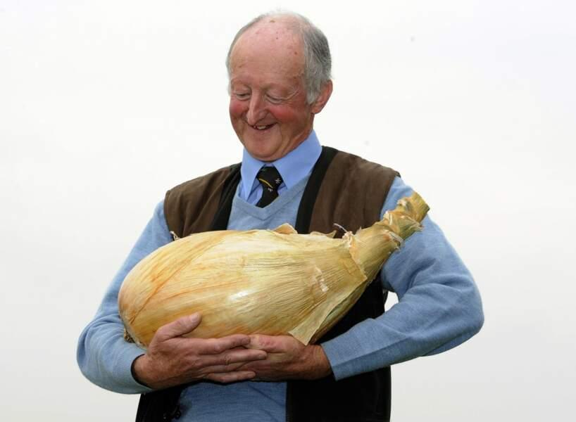 Pete Glazbrook est le propriétaire du plus gros oignon du monde. Ce dernier pèse plus de 7 kg.