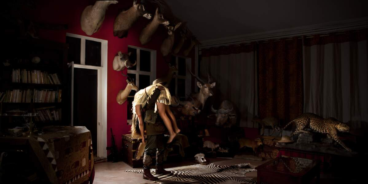Pocahontas, inconsciente au milieu d'une nature morte