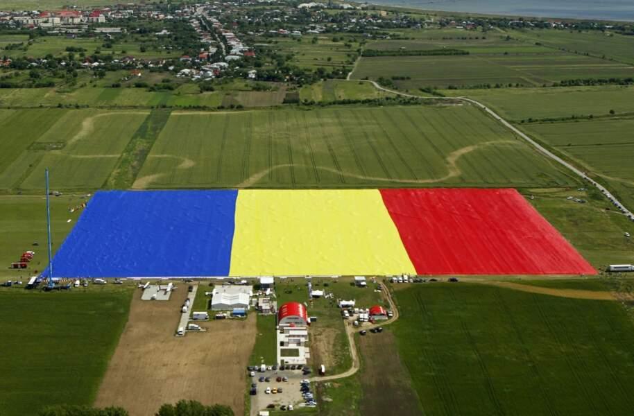 En mai dernier, la Roumanie a obtenu le record du plus grand drapeau national. Il mesurait plus de 79 000 m2.