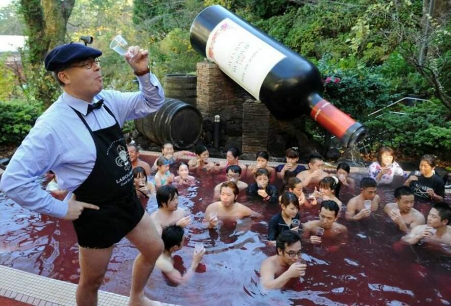Bain de Beaujolais nouveau au Japon...