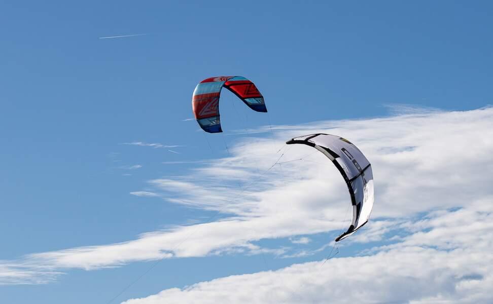 Des voiles de kitesurf pour tracter les navires