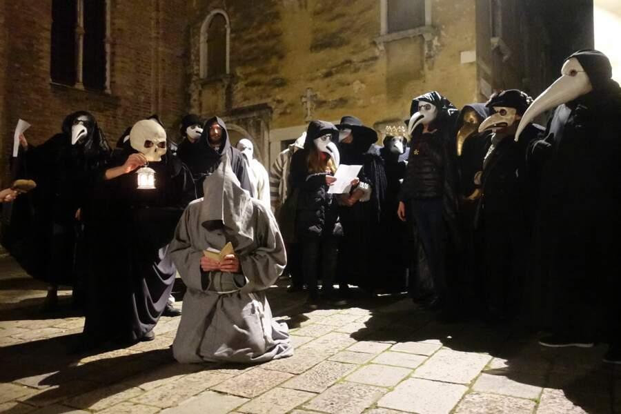 Les Vénitiens étaient déguisés en moines, prisonniers ou encore mendiants.
