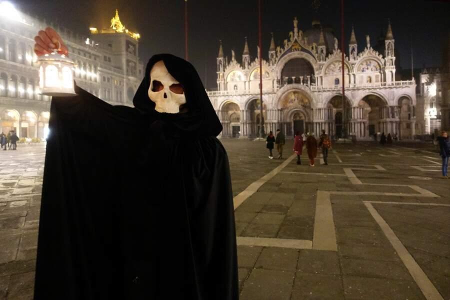 Une façon aussi d'éloigner le coronavirus, le mal actuel qui se répand en Italie.