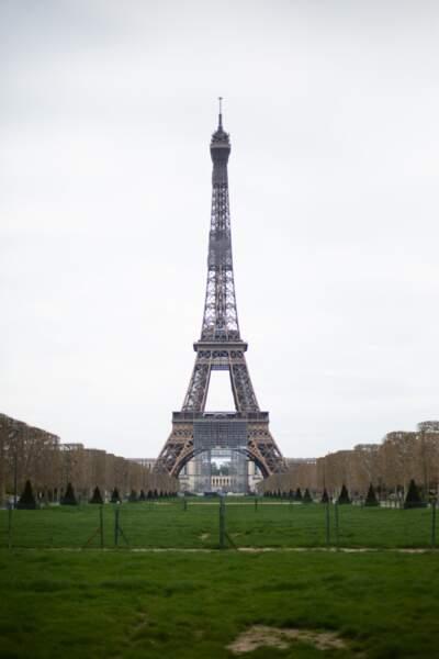La Tour Eiffel, Paris, le 22 mars 2020, sixième jour du confinement