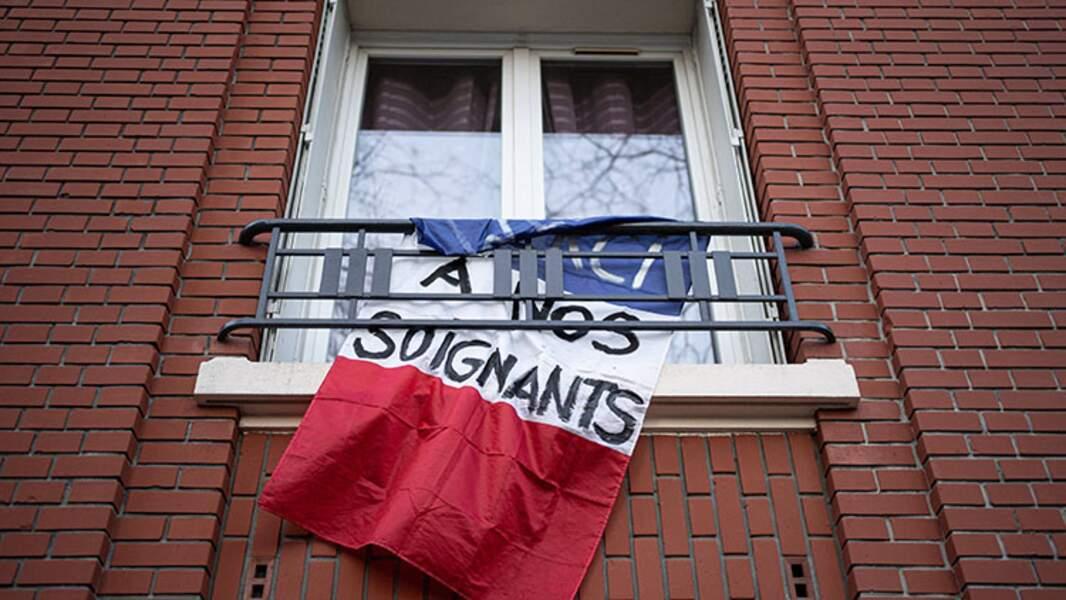 Encouragements parisiens au personnel soignant, mars 2020
