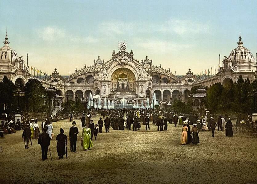 L'exposition veut s'inscrire dans la modernité, voici le palais de l'électricité et le château d'eau.