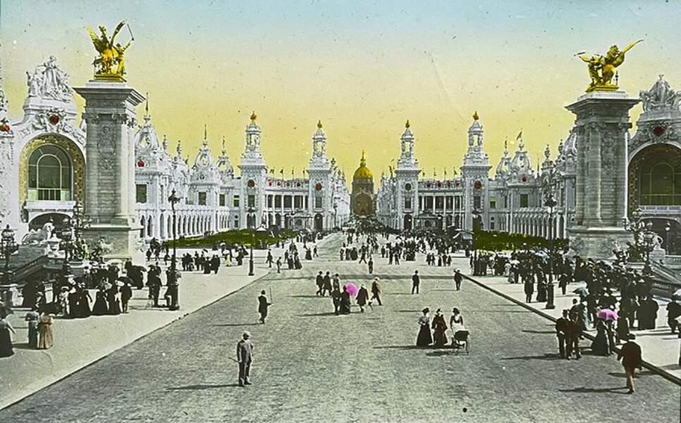 L'esplanade des Invalides aux airs de musée à ciel ouvert.