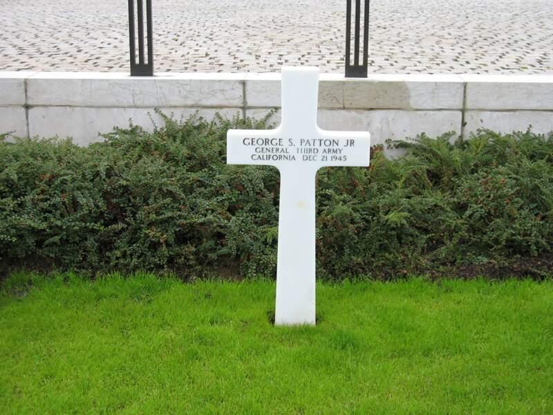 La tombe de Patton au cimetière américain du Luxembourg